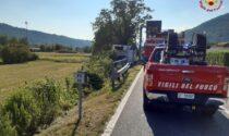 Malore alla guida sulla provinciale, l'autista del furgone finisce fuori strada