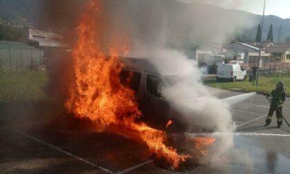 Primo giorno di scuola con brivido, il pulmino va subito a fuoco!