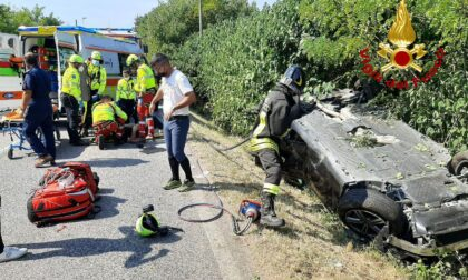 Grave incidente sulla Postumia, auto ribaltata: un ferito estratto dalle lamiere