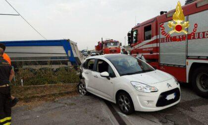 Incidente a Castelfranco, scontro tra auto e camion in via Circonvallazione est