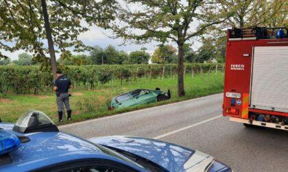 """Sorpasso azzardato, l'auto """"impazzita"""" vola fuori strada: un ferito"""