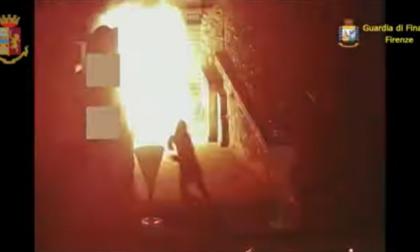 Faida tra clan camorristici: il video della bomba carta fatta esplodere in pizzeria