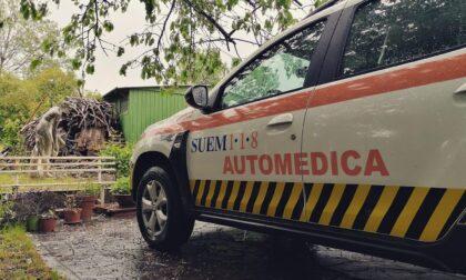 Si sporge troppo dalla balaustra di casa e precipita nel vuoto: 90enne morto sul colpo