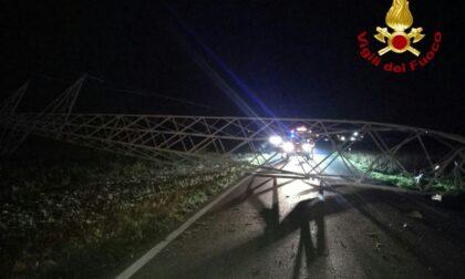 Auto abbatte traliccio dell'alta tensione ad Altivole: viabilità interrotta