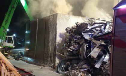Incendio a Vittorio Veneto, materiale di riciclo in fiamme: nessun ferito